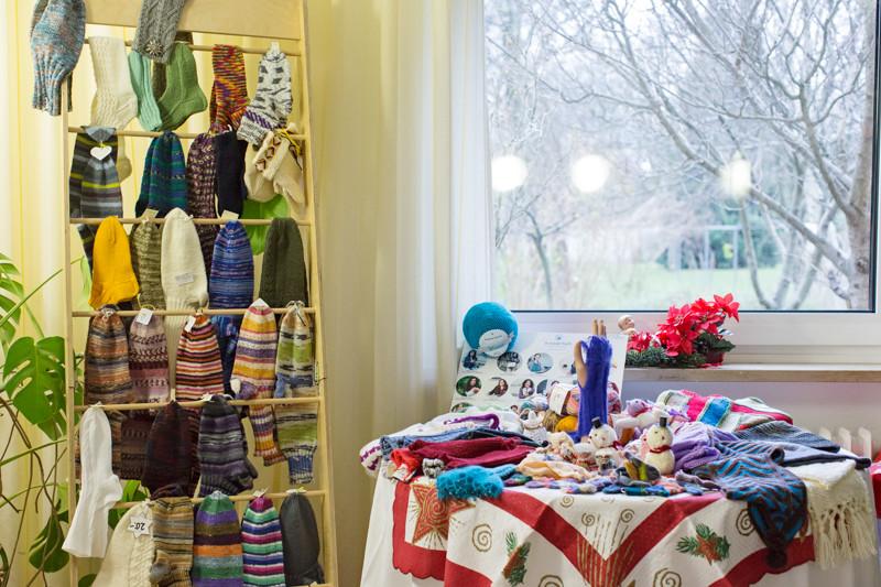 Kleine Auswahl der Socken und Accessoires, die die Granny Socks verkaufen